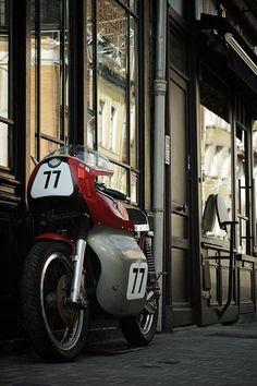 Triton Cafe Racer - Legend Motors #motorcycles #caferacer #motos | caferacerpasion.com
