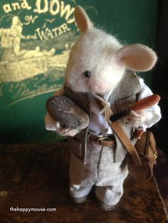Ambrose ist ein Paläontologe sehr gewissenhaft und der große Verdienst. Hier posiert er mit seine größte Entdeckung: die wirklich falsche Spur der prähistorische Ratte. Es sollte eine glückliche Maus berücksichtigt werden, aber es ist ein Puppen. Dass wenn ich den Fuß verletzt, daß, wenn