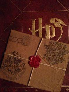 Potter Frenchy Party - Une fête chez Harry Potter: Inspiration : invitations et… Cadeau Harry Potter, Harry Potter Bricolage, Harry Potter Thema, Cumpleaños Harry Potter, Anniversaire Harry Potter, Harry Potter Wedding, Harry Potter Birthday, Chat Origami, Baby News