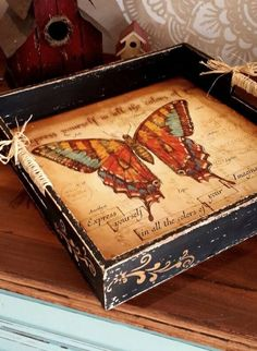 Mariposa en tonos tierra. Large Wooden Tray, Wood Tray, Decoupage Box, Decoupage Vintage, Diy Painting, Painting On Wood, Handmade Crafts, Diy And Crafts, Deco Podge
