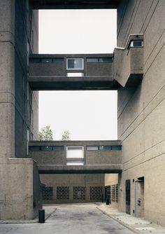 Axel Hütte, Trellic Tower, Londres, 1990