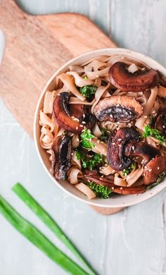 This Easy Korean Noodles Recipe can be made in under 15 minutes. Youwill love the rice noodles mixed with kale and mushrooms and topped with a sweet, soy based sauce. Top your finished dish with sesame seeds and green onions.// acedarspoon.com #noodles #Koreanrecipes #mushrooms #vegetarian #kale Vegetarian Dish, Best Vegetarian Recipes, Vegetarian Dinners, Tofu Recipes, Delicious Dinner Recipes, Noodle Recipes, Bean Recipes, Pasta Recipes, Korean Noodles