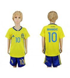 Sverige Zlatan Ibrahimovic 10 Replika Babytøj Hjemmebanetrøje til Børn VM 2018 Soccer Uniforms, Sweden, Jeep, Latest Fashion, Youth, Polo Ralph Lauren, Topshop, Vm, Mens Tops
