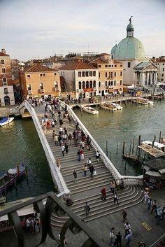 Ponte degli Scalzi e Chiesa di San Simeone Piccolo (a destra), Venezia