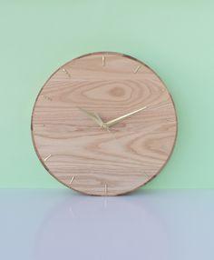 Make a clock from a wooden platter with Craft Hunter blog