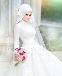 Indian Muslim Bride, Muslim Brides, Muslim Couples, Muslim Women, Hijabi Wedding, Pakistani Wedding Dresses, Bridal Hijab, Hijab Bride, Hijab Dress Party