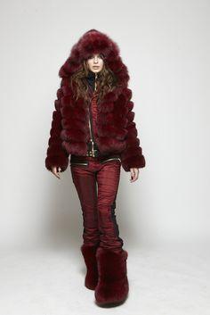 Buy fashionable SOS winter & ski wear for men and women online. Fall Fashion 2016, Ski Fashion, Sport Fashion, Winter Fashion, Chinchilla, Ski Wear, Scarf, Fox Fur Coat, Fur Boots