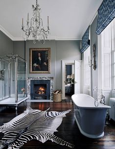 A glorious Georgian mansion spectacularly decorated for Christmas ~ Decor Inspiration Christmas Decorations For The Home, Christmas Home, Design 3d, House Design, Georgian Mansion, Painting Bathtub, Suites, Beautiful Bathrooms, Bathroom Interior