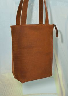 Leather shopper and backpack in one door NotYourAverageObject op Etsy https://www.etsy.com/nl/listing/225856220/leather-shopper-and-backpack-in-one