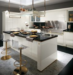 Baccarat by Gianni Pareschi. The central counter, luxury and sophistication. #kitchens #Scavolini