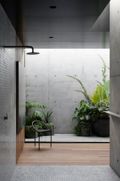 Concrete arcs frame courtyard views at Melbourne house by Edition Office - Domus Concrete Architecture, Architecture Awards, Architecture Design, Garden Architecture, Architecture Office, Tyni House, Loft House, Concrete Interiors, Casa Patio