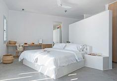 Santorini ist eines der beliebtesten Urlaubsziele Griechenlands. Kapismalis Architects bauten hier ein Wohnhaus – Inselarchitektur mit modernem Twist.