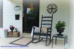 Thrifty Decor Mom: Summer Front Porch Mop It Up Mondays Feature Summer Front Porches, Summer Porch, Front Door Porch, Front Door Decor, Front Entry, My Home Design, House Design, Door Decks, Porch Styles
