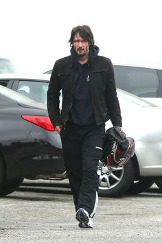 12 Candid Photos Of Keanu Reeves Hitting The Gym Keanu Reeves John Wick, Keanu Charles Reeves, Hollywood, Beautiful Men, Beautiful People, Beautiful Pictures, Keanu Reeves Quotes, Celebrity Selfies, Celebrity Photos