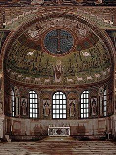 San Apolinar in Classe: ábside. Se construye en el siglo VII en Rávena, y está en el interior de la ciudad. Tiene una planta basilical, y en los pilares están representados los apóstoles y evangelistas.