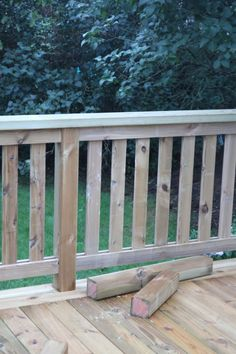Balcony Railing, Deck Railings, Style At Home, Wood Construction, Outdoor Furniture, Outdoor Decor, Home Fashion, Garden Plants, Fence
