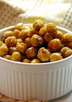 Spicy, salty and sweet roasted chickpeas with rosemary and brown sugar