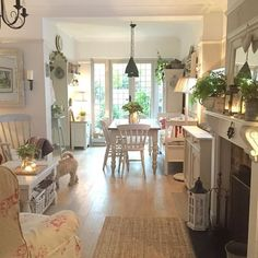 Thankfully I have Candles. I am happy 😊 well just the little things eh ! 😉😘 enjoy your evening all xx Cottage Living Rooms, Living Room White, Cottage Interiors, White Rooms, Home And Living, Living Spaces, Casas Shabby Chic, Deco Retro, Luxury Interior Design