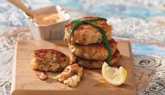 Salmon Fish Cakes Pink Salmon 2 Potatoes 1 Onion hot sause 1 Egg Breadcrumbs Butter, for frying Salt and Pepper Nando's Recipes, Welsh Recipes, Salmon Recipes, Savoury Recipes, Seafood Dishes, Seafood Recipes, Salmon Fish Cakes, Frozen Salmon, Good Food