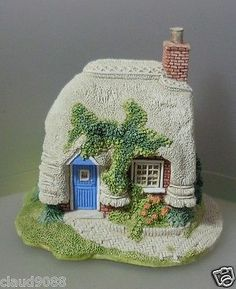 LILLIPUT LANE PETTICOAT COTTAGE