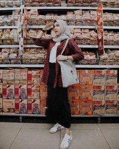 Hijab Casual, Ootd Hijab, Hijab Chic, Modern Hijab Fashion, Street Hijab Fashion, Muslim Fashion, Fashion Outfits, Modest Fashion, Outfit Essentials