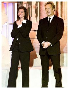 ALAN RICKMAN WITH JULIA ROBERTS. I think this was the Hollywood Salute to Bruce Willis Alan hosted.