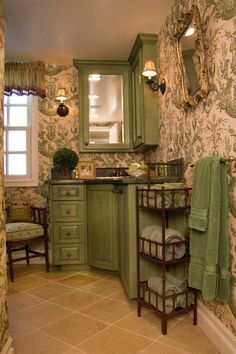 Not to crazy about the wallpaper, but the rest is gorgeous! Vintage Bathrooms, Chic Bathrooms, Country Bathrooms, French Decor, French Country Decorating, Home And Deco, Elegant Homes, Beautiful Bathrooms, New Homes
