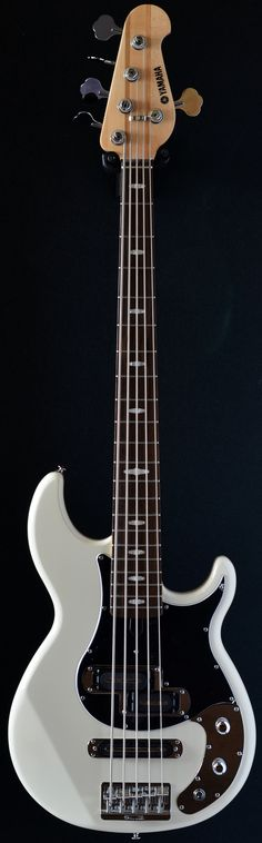 YAMAHA BB1025X Vintage White Bass