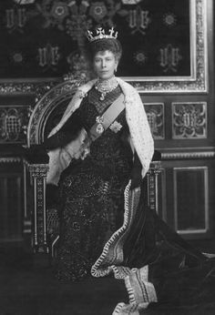 Queen Mary....wearing the Cullinan diamonds and a few other trinkets!