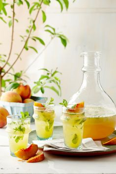 Peach Mojito: Bacardi Peach, fresh mint, lime and sparkling club soda water. Garnish with a slice of peach - uh, YUM! Refreshing Drinks, Fun Drinks, Alcoholic Drinks, Beverages, Summer Cocktails, Cocktail Drinks, Cocktail Recipes, Popular Cocktails, Drink Recipes