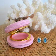 Hamptons House, The Hamptons, Home Furniture, Gemstone Rings, Gemstones, Fashion, Moda, Home Goods Furniture, Gems