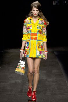 Moschino Spring 2013 Ready-to-Wear Fashion Show - Ava Smith