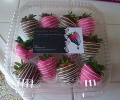 dozen Milk Chocolate covered strawberries and dozen pink covered strawberries! Paletas Chocolate, Coconut Hot Chocolate, Chocolate Covered Strawberries, Chocolate Dipped, Melting Chocolate, Chocolate Recipes, Blackberry Syrup, Italian Hot, Chocolate Squares