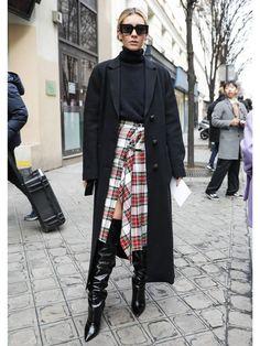 チェック柄スカートが大活躍! パリコレスナップDAY7   FASHION   ファッション   VOGUE GIRL