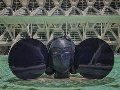 Manolo Valdés 📱🌊🇪🇸👬🗿🦋 #sculpture #manolovaldés #love #face #location @ciudadartesciencias #valenciacity #walking #photoofthemorning #sun #ciudad #holidays2017 #sky #pool #ilovephoto #life #mypassionphoto #mybloglife #followme #mypageispublic #iphone7plus #like #socialnetwork #pinterest #instagram #tumblr #twitter #followforlike #gooday #peace