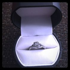 10K White Gold Diamond Ring 1/4 CTTW Beautiful Condition, only worn for about a month. Comes with a lifetime warranty and care plan package. Size 8. Pictures of care plan and original tags are available. jcpenney Jewelry Rings