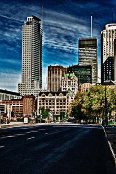 La rue Peel à Montréal Voyage Canada, Willis Tower, Rue, Building, Travel, Voyage, Buildings, Viajes, Traveling