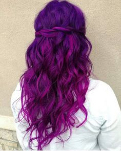 A list of most glamorous hairstyles with different magenta hair color shades. You'll definitely get a crush on Magenta hair color! Hair Color Purple, Hair Dye Colors, Cool Hair Color, Purple Ombre, Bright Purple Hair, Colorful Hair, Purple Hair Styles, Deep Purple Hair, Blue Purple Hair