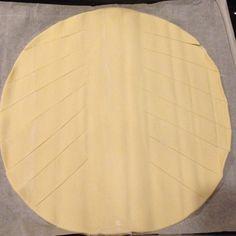 Tresse feuilletée au jambon, chèvre et olives – Djoudjou se met aux fourneaux! Olives, Galette, Quiches, Cubes, Mousse, Menu, Cooker Recipes, Drinks, Pie