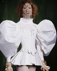 Lorna Foran in Marlou Breuls for Swarovski Professionals by Clara Giaminardi and Elisa Zaccanti Weird Fashion, Fashion Art, Street Fashion, High Fashion, Fashion Show, Fashion Outfits, Womens Fashion, Fashion Design, Parisian Fashion