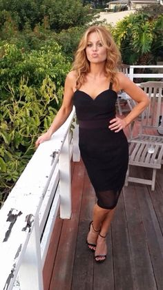 Perfect little black dress Light Blonde Highlights, Dark Blonde Hair, Candace Cameron Bure Family, Candance Cameron, Dj Tanner, Beautiful Celebrities, Beautiful Women, Beautiful Redhead, Amazing Women