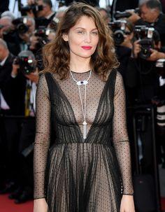 On peut dire sans se tromper que jamais le Festival de Cannes n'aura vu passer autant de célébrités en si peu de temps sur son tapis rouge. Ce soir, la Croisette a vu défiler de grands noms du cinéma international : de Catherine Deneuve à Jane Campion en passant par Salma Hayek, Antonio Bander...