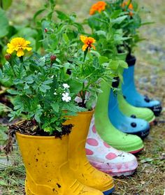 6 Attentive Clever Tips: Backyard Garden Flowers Plants diy backyard garden planters.Small Backyard Garden How To Grow backyard garden decor flower. Cute Garden Ideas, Diy Garden, Garden Projects, Garden Art, Spring Garden, Upcycled Garden, Garden Totems, Garden Whimsy, Garden Junk
