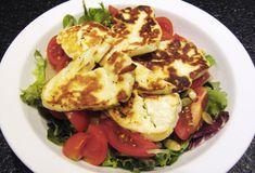Sałatka z pomidorów z serem Halloumi, z pestkami dyni i dressingiem francuskim z musztardy dijon. Cypryjski Halloumi wspaniale smakuje i świetnie wygląda. Halloumi, Nigella, Cauliflower, Vegetables, Food, Cauliflowers, Essen, Vegetable Recipes, Meals