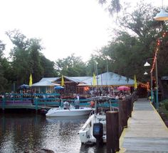 This Secluded Waterfront Restaurant In Mississippi Is One Of The Most Magical Places You'll Ever Eat Riverside Restaurant, Lakeside Restaurant, Usa Places To Visit, Places To See, Ocean Springs Mississippi, Mississippi Tourism, Centennial Lakes, Adventure Is Out There, Restaurants
