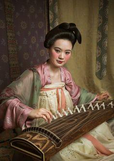 Traditional Chinese hanfu in Tang dynasty style   齐胸襦裙qí xiōng rú qún (Chest-high ruqun)   Photo by 霜序映画