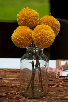 The Vintage Fern: Adorable Yarn Pom Pom Flowers