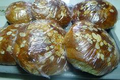 Φτιάχνουμε εύκολα ατομικά τσουρέκια, για να τα παίρνουν τα παιδιά στο σχολείο για το κολατσιό τους, με μια απλή συνταγή. Baked Potato, Pancakes, Potatoes, Bread, Snacks, Baking, Ethnic Recipes, Sweet, Food