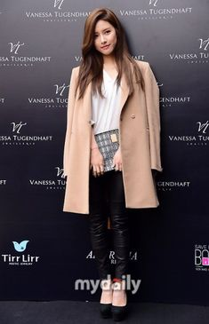 Kim So Eun poses for SURE magazine Kim So-eun attends the Vanessa Tugendhaft launching party on the Source launching party : Mydaily via nate , Hancinema Source magazine : SURE , CouchKimchi love those styles, its perfect for her. Boys Over Flowers, Kim So Eun, Kim Yoo Jung, Kim Bum, Korean Actresses, Korean Outfits, Ulzzang Girl, What To Wear, Product Launch