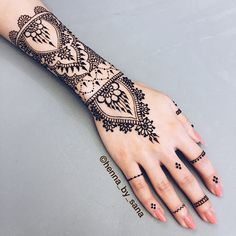 """70 Likes, 1 Comments - Sana Nisar (@henna_by_sana) on Instagram: """"Ran into a friend today and did her henna. I love how this turned out! If any of you are on campus…"""""""